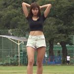 稲村亜美・短パン投球